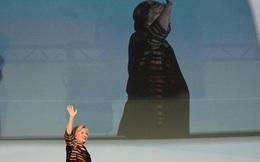 Vừa khỏi viêm phổi, bà Clinton trở lại trong tiếng nhạc của nghệ sĩ... chết vì viêm phổi