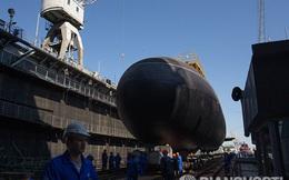 ẢNH + VIDEO: Nga hạ thủy tàu ngầm Kilo thứ 6 cho Hạm đội Biển Đen