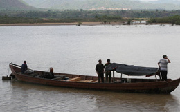 Điều tra kiểm lâm nổ súng bắn chết người trên thuyền gỗ lậu