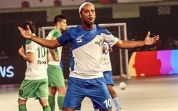 """Ronaldinho liên tục """"nổ súng"""", làm chao đảo giải Futsal Ấn Độ"""