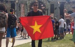 Quán quân The Remix cùng người yêu mang cờ Việt đến Tomorrowland