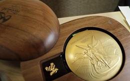 Một tấm huy chương vàng Olympic đã được sản xuất như thế nào?