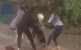 Nữ sinh bị đánh hội đồng, lột áo giữa đường