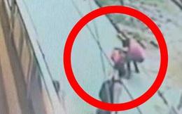"""Cô gái bị đâm liên tiếp 20 nhát trên đường phố và phản ứng """"lạ"""" của người qua đường"""