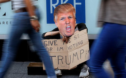 """24h qua ảnh: Ăn xin kiểu Mỹ - """"Cho tôi 1 đôla, nếu không tôi sẽ bỏ phiếu cho Trump"""""""