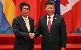 """Shinzo Abe-Tập Cận Bình làm cả thế giới ngỡ ngàng với màn """"tay bắt mặt mừng"""" ngoài dự kiến"""