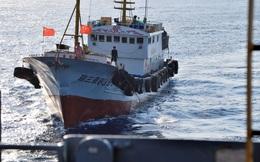 """Chiêu kiếm tiền không ngờ của ngư dân TQ ở biển Đông: """"Săn"""" tàu quân sự Mỹ để cắt sonar"""
