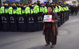 Phe đối lập Hàn Quốc yêu cầu Tổng thống Park Geun-hye từ chức ngay
