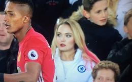 Fan nữ Chelsea gây sốt trong trận hòa thất vọng của Man Utd vì... quá đẹp