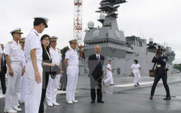 Bộ trưởng Quốc phòng Mỹ thăm tàu hải quân lớn nhất Nhật Bản