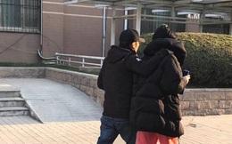 Tạ Đình Phong - Vương Phi tình cảm nắm tay nhau đi dạo như đôi vợ chồng già