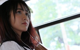 Mặt rất xinh, hát rất hay: Đây là lý do mà cô gái này đã bị... quay lén clip trên xe bus!