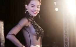 Hồ Ngọc Hà mặc váy hở bạo vòng 1 trên sóng truyền hình