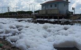 Bọt trắng như tuyết lại nổi 'bồng bềnh' đầy kênh Tàu Hủ