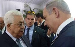 """Cái bắt tay lịch sử giữa hai """"kẻ thù"""" trong lễ tang ông Shimon Peres"""