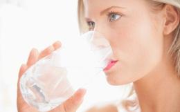 Có nên uống tới 8 cốc nước mỗi ngày không: Câu trả lời rất bất ngờ!