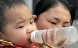 Chấn động: Trường mầm non dùng sữa giả khiến trẻ em sưng mắt, chảy máu mũi