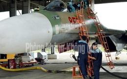 Công tác bảo đảm kỹ thuật cho tiêm kích Su-30MK2 trước giờ cất cánh