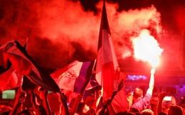 Paris vui hơn trẩy hội trong ngày tuyển Pháp vào chung kết