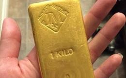 Bất ngờ nhặt được túi vàng trị giá nửa tỷ trong vườn, người phụ nữ đem đến nộp cảnh sát