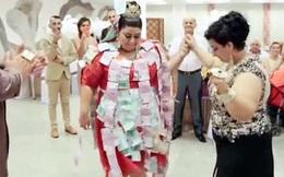 Đám cưới ngập tiền, vàng của cô dâu tuổi teen khiến quan khách há hốc miệng kinh ngạc