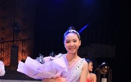 Con gái 12 tuổi của Chân Tử Đan được khen xinh như hoa hậu