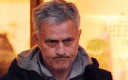 Mourinho cau có tháp tùng con gái đi mua đồ nữ trang