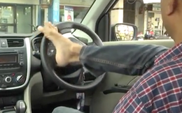 Người đàn ông khuyết tật làm nên kỳ tích khi vượt qua kỳ thi sát hạch lái xe bằng... chân