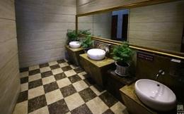 """Bên trong nhà vệ sinh công cộng """"năm sao"""" ở Trung Quốc"""