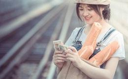 """""""Cô gái bán bánh mỳ"""" ở Lào Cai gây chú ý với gương mặt xinh đẹp"""