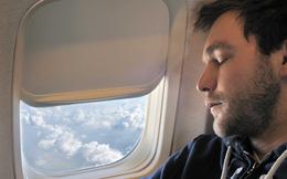 Vì sức khỏe của chính mình, đừng bao giờ làm 8 điều này khi lên máy bay