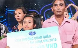 Mẹ Hồ Văn Cường nấc nghẹn khi con trai trở thành quán quân