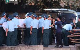 XÚC ĐỘNG: Trắng đêm đón Thượng tá phi công Su-30MK2 Trần Quang Khải về đất liền