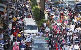 Người dân ùn ùn đổ về quê nghỉ lễ 2/9, giao thông Sài Gòn và Hà Nội kẹt cứng