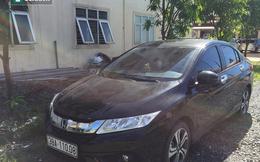 Hà Tĩnh: Tự xưng bác sĩ, cố thủ trong xe ô tô cả giờ khi vi phạm luật giao thông