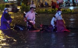 Tâm sự người cha chở con đi 8km hết 6 giờ trong mưa ngập ở Sài Gòn