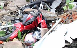 Bình Dương: Xe cẩu 'điên' cuốn 5 xe máy và 2 cô gái vào gầm, tông sập nhà dân