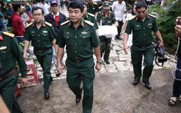 [ẢNH] Tướng Tuấn chỉ đạo hàng trăm người tìm kiếm trực thăng EC-130