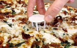 Ăn pizza mãi giờ mới biết công dụng của tấm nhựa trắng 3 chân này để làm gì