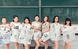 Quấn báo che thân chụp ảnh tốt nghiệp, nhóm nữ sinh bị lên án gay gắt