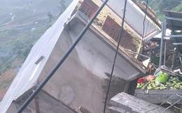 Nhà 4 tầng ở Sa Pa đổ sập trong mưa lớn