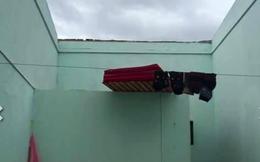 """Mở cửa vào nhà cô gái """"chết đứng"""" với hậu quả sau mưa bão"""