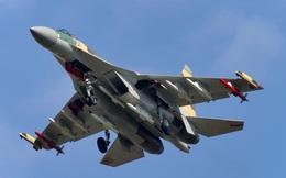 Một chiếc Su-35 hạ cả phi đội tiêm kích J-11 của Trung Quốc