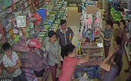 Cho tại ngoại 1 người trong vụ đập 7 hộp sữa trước siêu thị ở Nghệ An