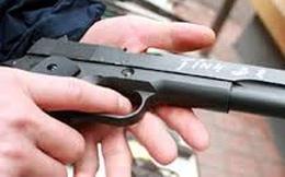 Trưởng công an bị đạn bắn vào miệng: Nghi vấn giận vợ
