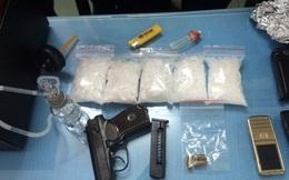 Bắt đối tượng vận chuyển ma túy mang theo súng và hàng trăm viên đạn