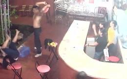 Phát hiện đánh nhau, chủ quán karaoke nhanh chóng cất dao vào tủ