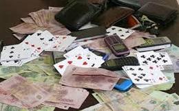 Ăn vạ, trộm tiền rồi tổ chức đánh bạc tại nhà con nợ