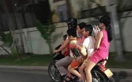 Không thể hiểu sao phụ huynh lại hồn nhiên chở con nhỏ bằng xe máy kiểu này?