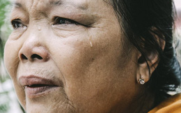 Mẹ già nhặt ve chai kiếm ngày 30 nghìn chạy thận cho con gái ở Sài Gòn